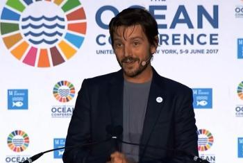 El actor, productor y director mexicano Diego Luna, durante su presentación en la sala de la Asamblea General de la ONU. Foto: ONU