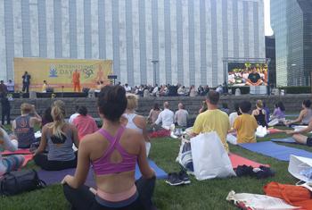 Celebración por el Día Internacional del Yoga en la sede de la ONU en Nueva York. Foto: ONU