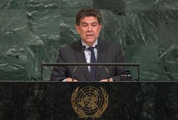 El Embajador de Perú ante la ONU, Gustavo Meza-Cuadra-interviene ante la Asamblea General. Foto: ONU / Cia Pak