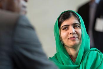 Malala Yousafzai, ganadora del Nobel de la Paz, durante su entrevista con Noticias ONU. Foto: ONU / Mark Garten