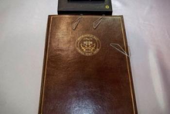 Le porte-document contenant l'Accord pour la paix et la réconciliation au Mali, signé le 15 mai à Bamako.
