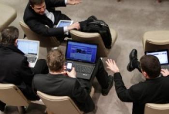 Un groupe de diplomates au Conseil de sécurité.