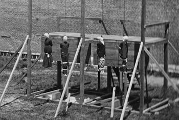 Exécution par pendaison des quatre personnes condamnées pour conspiration dans l'assassinat du Président des États-Unis Abraham Lincoln (Photo LoC / Alexander Gardner)