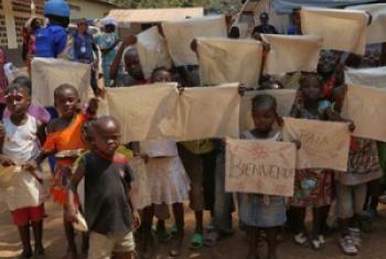 A Bangui, en République centrafricaine, un groupe d'enfants attend l'arrivée du Pape François (29 novembre 2015).
