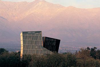 Les Tours siamoises de Alejandro Aravena (2005), Campus San Joaquín , Université Catholique du Chili, Santiago, Chili