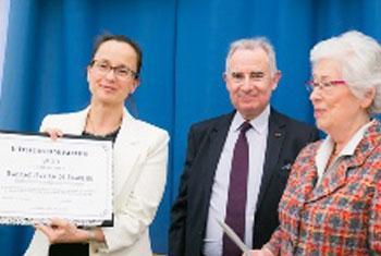 Myriam de Beaulieu (à gauche) lauréate du Prix Danica Séleskovitch, lors de la remise du Prix, à l'ESIT, l'École supérieure d'interprètes et de traducteurs (Crédit photo : Myriam de Beaulieu)