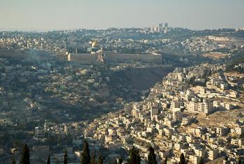 Vue aérienne de Jérusalem. (Photo ONU/Rick Bajornas)