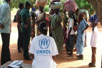 Des Togolais qui s'étaient réfugiés dans les pays voisins après la proclamation des résultats des élections en avril 2005. Cette année encore, déjà 500 Togolais se sont réfugiés au Ghana (photo d'archives: UNHCR/D. Kamphuis).