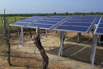 Des panneaux solaires au Mali. Photo Banque mondiale/Curt Carnemark