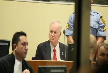 Ratko Mladic dans la salle d'audience du Tribunal pénal international pour l'ex-Yougoslavie (TPIY) à La Haye (