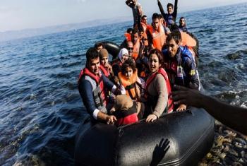 Des réfugiés à leur arrivée, en 2015, à Lesbos en Grèce après avoir traversé les côtes turques (Photo d'archives: HCR/Achilleas Zavallis).