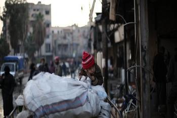 Comme cette famille fuyant les combats dans la Ghouta orientale,le conflit en Syrie continue de rester une priorité pour les humanitaires