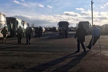 Plus de 300 prisonniers détenus dans le cadre du conflit en Ukraine ont été libérés avec l'aide du CICR. Photo CICR (via Twitter)