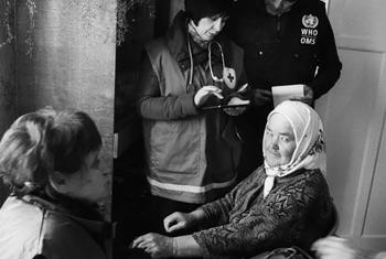 Maria Korchma avait besoin de soins de santé après avoir été déplacée de son domicile à Donetsk, dans l'est de l'Ukraine. Elle a été examinée dans le village de Pidvysoke, dans la région de Kharkiv, par une unité mobile de soins de santé primaires d'urgen