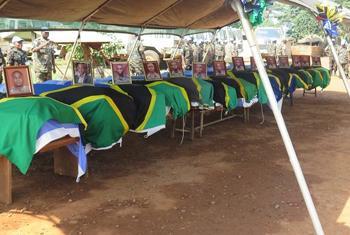 Beni, Nord kivu, RD Congo : 11 décembre 2017, cérémonie d'hommage aux 14 Casques bleus tanzaniens tués jeudi 7 décembre 2017 dans l'attaque d'une base de la MONUSCO à Semuliki, alors qu'ils œuvraient pour la restauration de la paix dans le territoire de B
