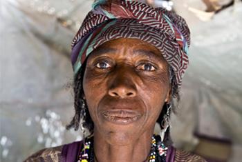 """Amina vit dans un abri de fortune dans la région de Diffa, au sud du Niger, depuis qu'elle a fui sa maison au Nigéria après avoir été attaquée en 2013. """"Je suis partie avec ma famille à pied, puis nous avons trouvé une voiture qui nous reconduit à la fron"""