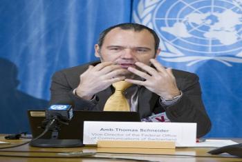 L'Ambassadeur Thomas Schneider, Vice-directeur de l'Office fédéral Suisse de la communication, lors d'un point de presse lançant le 12e Forum sur la Gouvernance de l'internet (