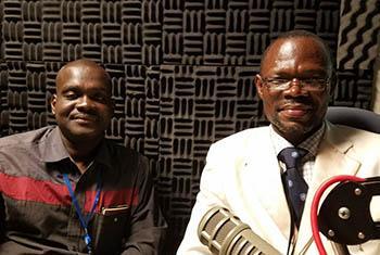 Dakiri SAWADOGO, Président (à gauche) et Athanase NIKIEMA, consultant du Réseau des organisations des jeunes leaders africains des Nations Unies au Burkina Faso, pour l'atteinte des ODD . Photo : Florence Westergard