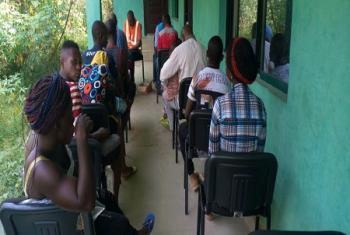 Le HCR et son partenaire enregistrent les demandeurs d'asile nouvellement arrivés. Ils ont fui l'instabilité dans des zones anglophones du Cameroun en proie à des troubles (