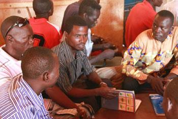 Légende : Des anciens combattants lors d'une session de formation à Bangui, la capitale centrafricaine. La formation se déroule à Bangui et dans les régions les plus affectées par le conflit. (Crédit photo : FAO)