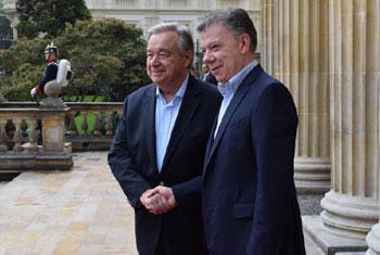 Le Secrétaire général des Nations Unies António Guterres avec le Président colombien Juan Manuel Santos à Bogota. Photo ONU : Héctor Latorre/Mission de verification de l'ONU en Colombie