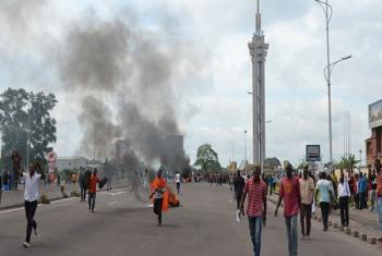 Des manifestants au niveau de l'échangeur de Limete, à Kinshasa, la capitale de la RDC. Photo d'archives: Habibou Bangre/IRIN