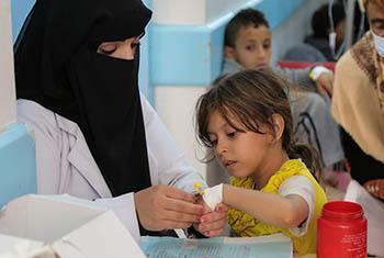 Mai 2017: les patients souffrant de diarrhée aigüe ou de choléra reçoivent des soins à l'hôpital Sab'een de Sanaa, au Yémen.
