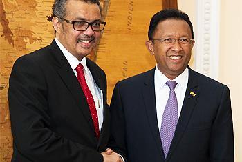 A Madagascar, le Directeur général de l'Organisation mondiale de la santé, le DrTedros, a félicité le Président Rajaonarimampianina pour la réponse du pays à l'épidémie de #peste meurtrière qui a frappé la Grande ile pays l'année dernière.(