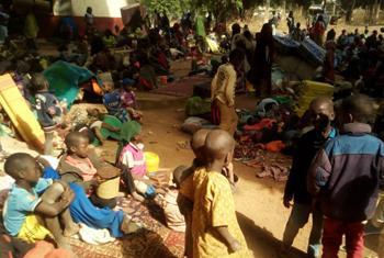 Les enfants déplacés à Paoua se retrouvent à dormir à la belle étoile sans avoir à manger. (Photo : @OCHA_CAR)