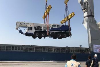 Quatre grues mobiles ont été livrées dans le port de Hodeïda au Yémen pour accélérer l'acheminement de l'aide humanitaire.