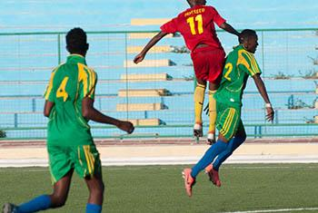 Des joueurs de football en Somalie (archives). Photo ONU/David Mutua