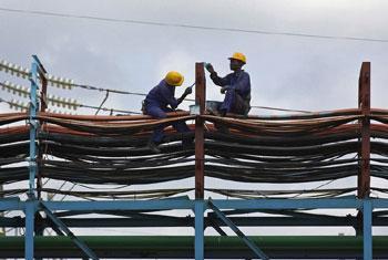 Des ouvriers dans une centrale électrique à Takoradi, au Ghana (archives). Photo Jonathan Erns/Banque mondiale