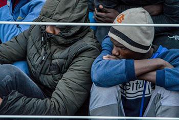 Des migrants sauvés à bord d'un navire de garde-côtes libyen.