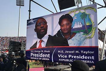 L'ancien footballeur de renommée mondiale, George Weah, est devenu lundi le nouveau Président du Liberia.