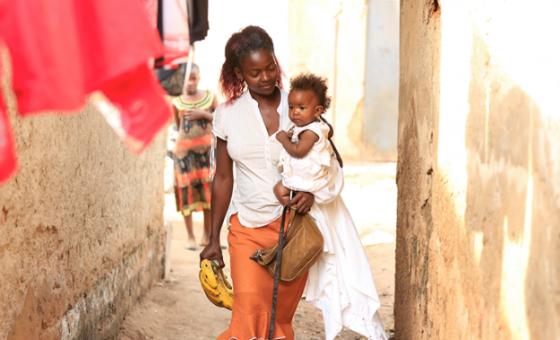 De acordo com o Onusida, as vulnerabilidades e os riscos associados ao HIV estão intimamente ligados às desigualdades de género associadas aos tecidos político, económico e social das sociedades.Foto: Unaids