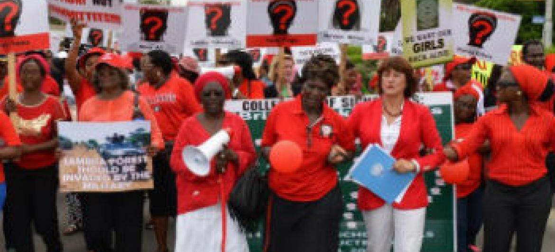 Mulheres pedem a libertação das meninas. Foto: ONU