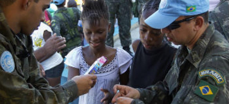 Boinas azuis da ONU no Haiti. Foto: ONU/Logan Abassi