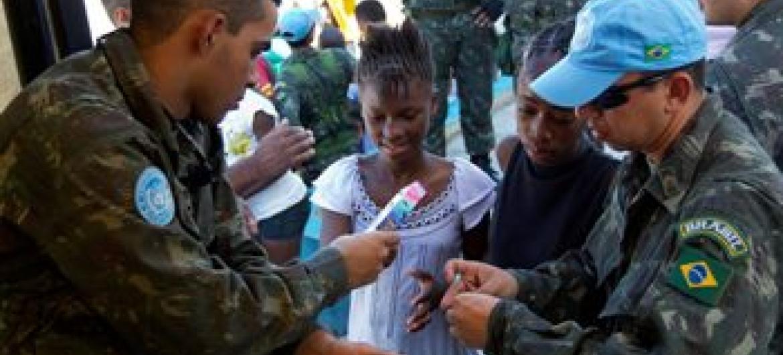 Força brasileira no Haiti citada como exemplo