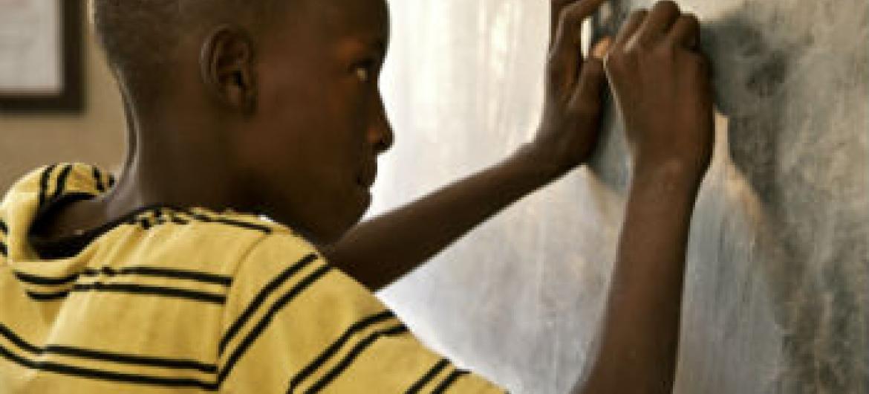 Disparidades de género na educação primária. Foto: ONU/Marco Dormino