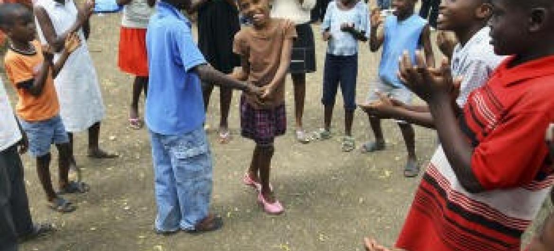 Crianças brincam no Haiti. Foto ONU.