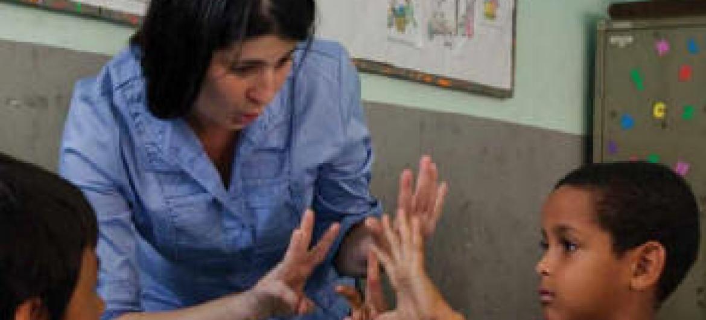 Professora em escola brasileira. Foto: ONU