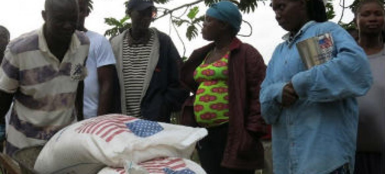 Distribuição de ajuda alimentar na Libéria. Foto: PMA/Frances Kennedy