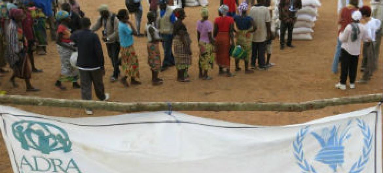 Distribuição de ajuda alimentar na Libéria. Foto: PMA/Donaig Le Du