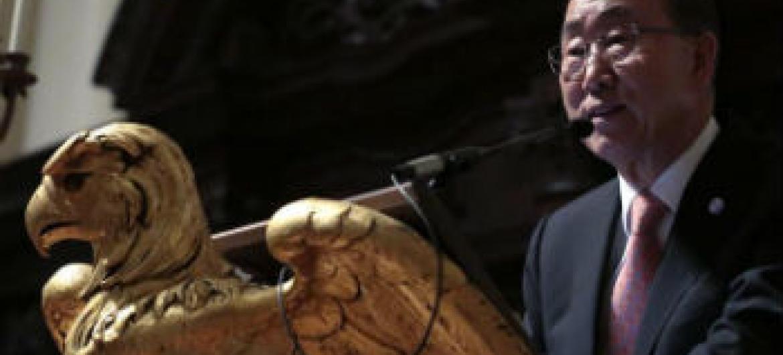 Ban Ki-moon discursa na Universidade de Harvard. Foto: ONU/Evan Schneider