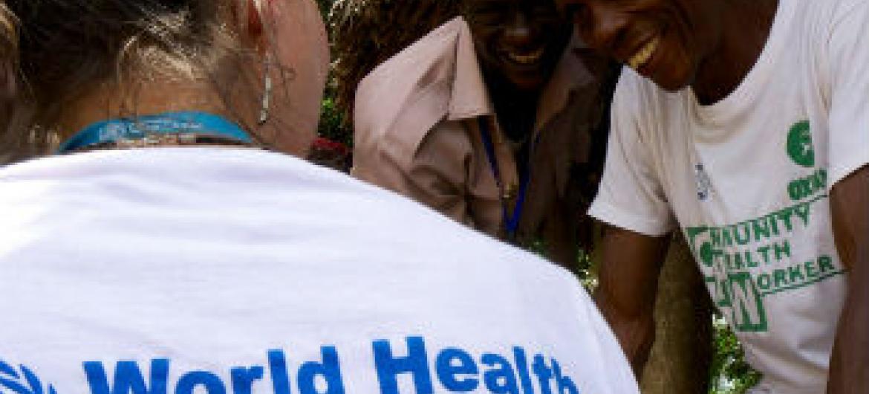 Funcionária da OMS na Serra Leoa. Foto: OMS/S. Saporito