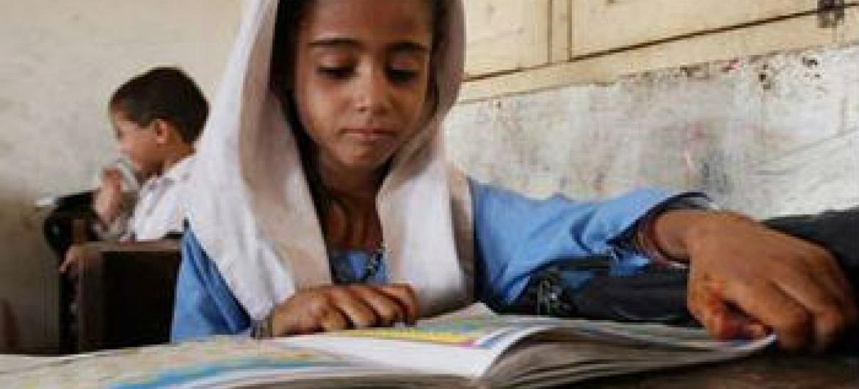 Menina numa escola no Paquistão. Foto: Unesco/Akhtar Soomro