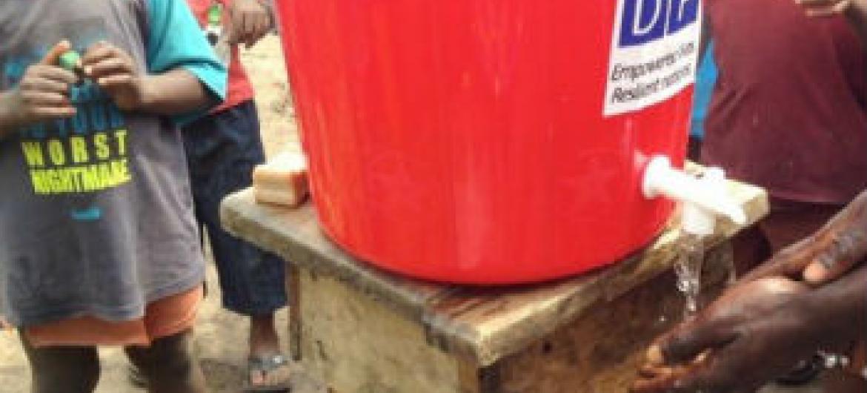 Ajuda para comunidades afetadas pelo ébola. Foto: Pnud