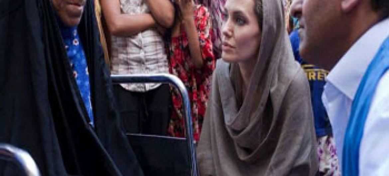 Angelina Jolie visita famílias de deslocados no Iraque. Foto: UNHCR/J. Tanner