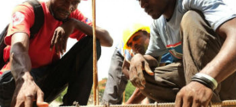 Reconstrução no Haiti. Foto: Minustah/Logan Abassi