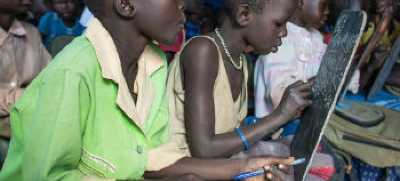 Crianças sul-sudanesas num acampamento para refugiados na Etiópia. Foto: Unicef